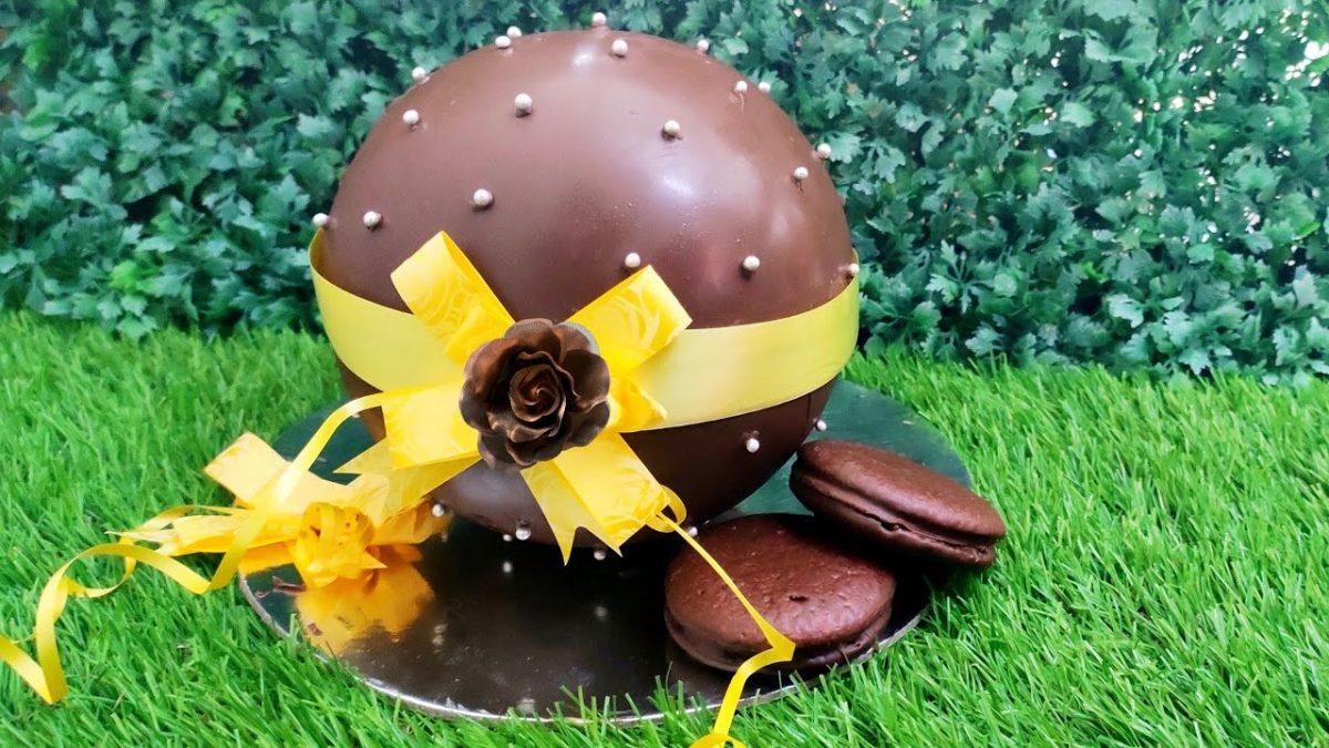 Pinata-Ball-Shaped-Cake