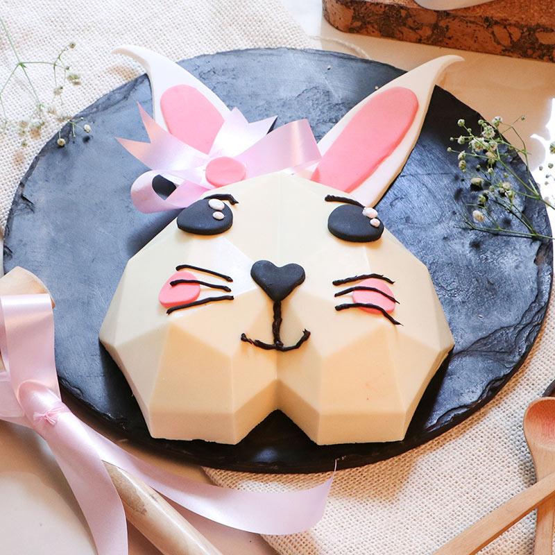 Bunny-Themed-Pinata-Cake